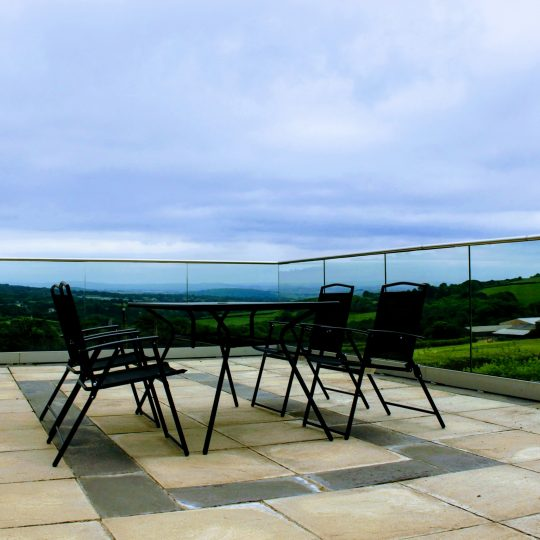 tables set up near glass balustrade in cornwall aluminox