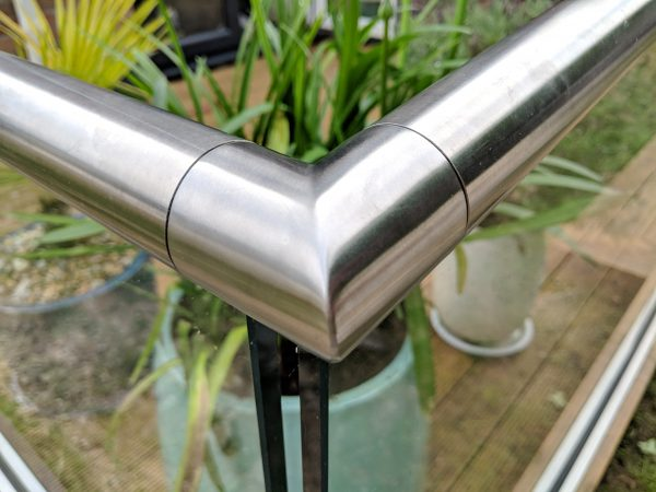 aluminox slotted corner bracket for frameless glass balustrade