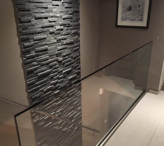 glass balustrade on landing no handrail