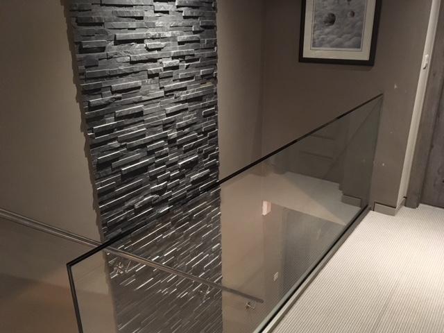 glass balustrade on landing no handrail