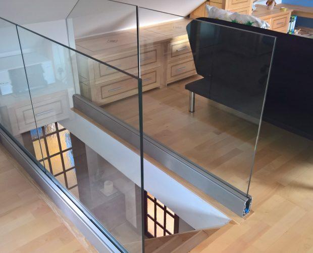 Balustrade frameless balcony
