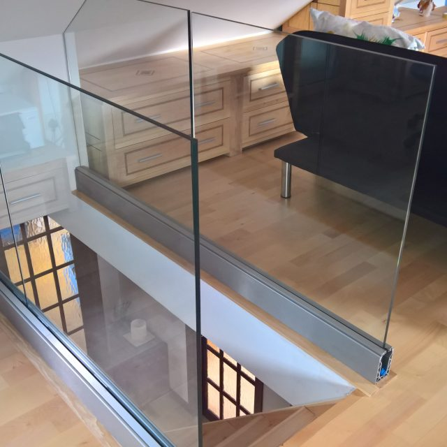 Balustrade frameless balcony